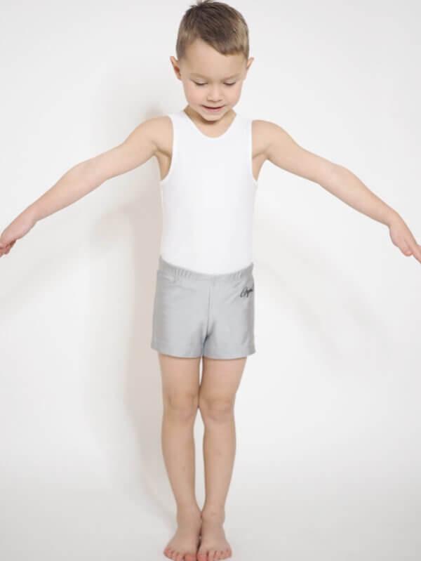 Gymnastický dres bílý pro kluky focený zepředu
