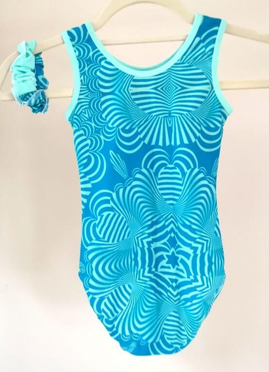 gymnasticky dres modrá vlnka zezadu na ramínku