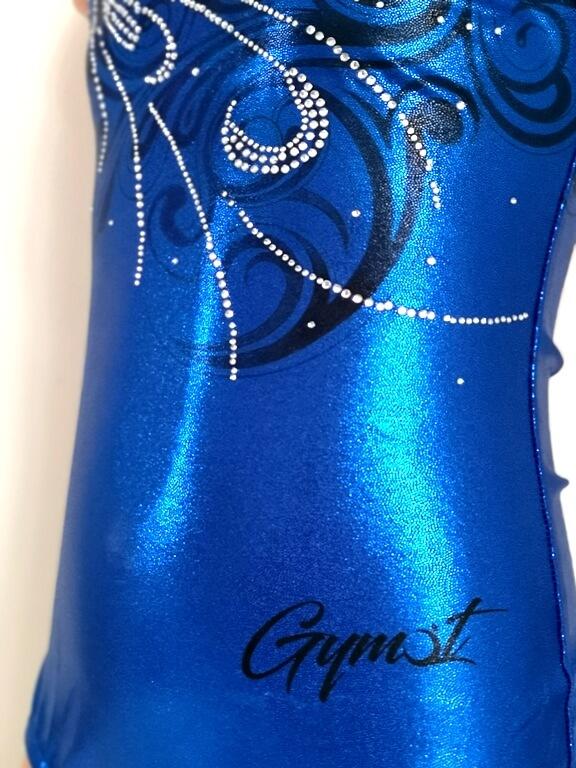 Dres pro dívky na gymnastiku Blue Graffity zepredu detail
